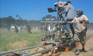 le travelling est un mouvement de caméra régulièrement utilisé au cinéma