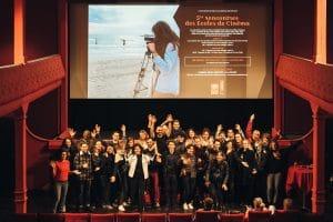 groupe d'étudiants au cinéma