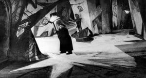 cabinet du dr caligari scène du film expressionniste